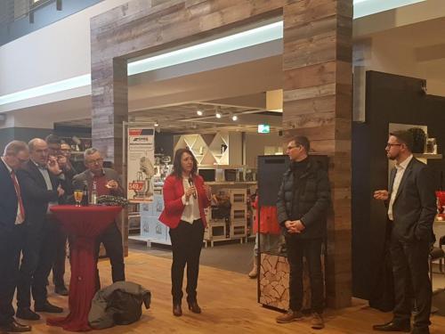 2018-03-02 Helga Huber CSU Stadtgespraech des Ortsverbandes Parsberg im Moebelhof