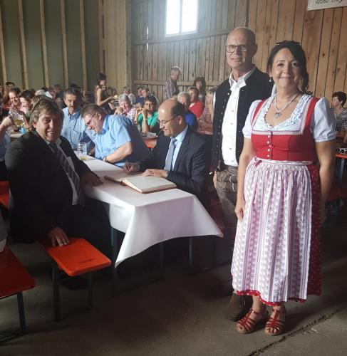 2018-06-03 Helga Huber CSU Hoffest Koelbl in Niesass mit Buergermeister Ludwig Lang und Albert Fueracker
