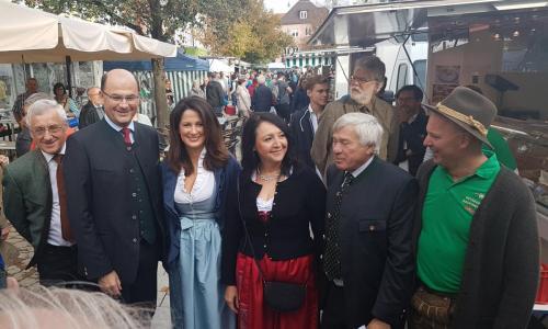2018-09-22 Helga Huber CSU 30 Jahre Bauernmarkt Neumarkt mit der Landwirtschaftsministerin Michaela Kaniber