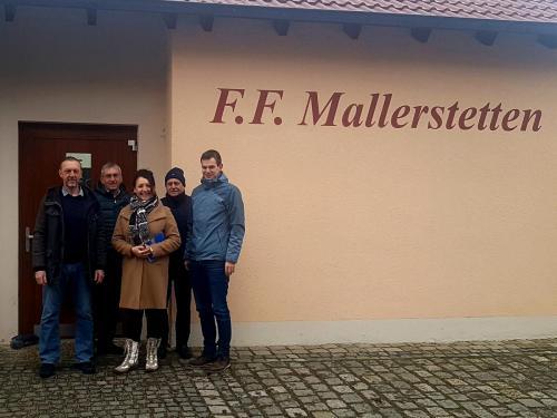 Helga Huber CSU - mit den Stadtratskandidaten in Mallerstetten unterwegs