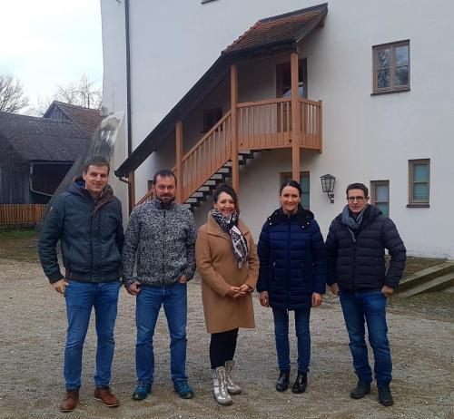 Helga Huber CSU mit den Stadtratskandidaten in Toeging unterwegs